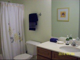 Large full bathroom #2