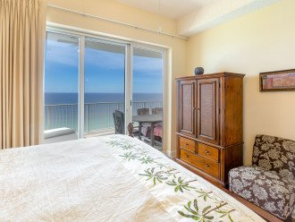 Master bedroom overlooking the beach, flat screen TV, Private bathroom