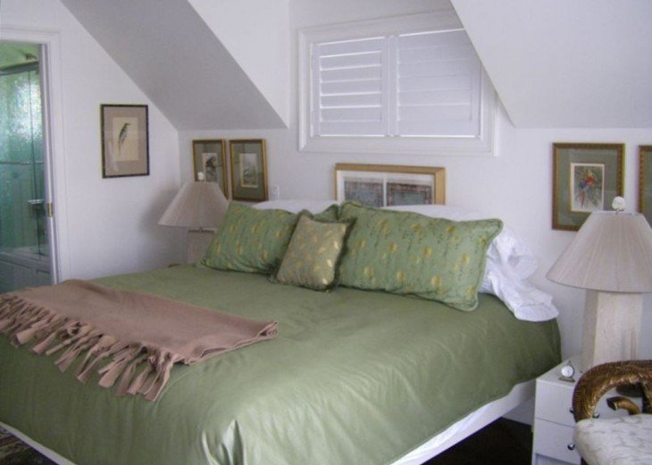 Third floor bedroom with king and twin bed, TV, full bath