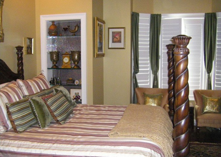Second floor bedroom King bed, TV, full bath