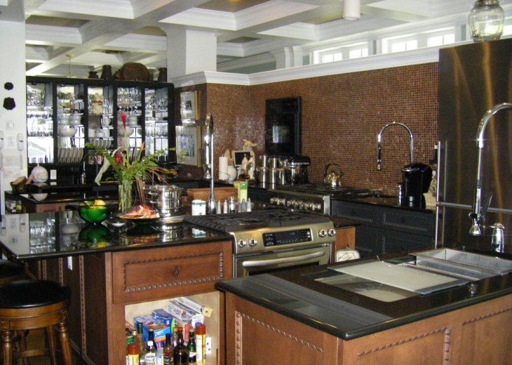 Gourmet kitchen, 2 diswashers, 2 stoves/ovens, insta-hot and much more