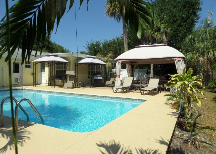Private heated pool, gas grill, walking distance to the many restaurants, shops #21