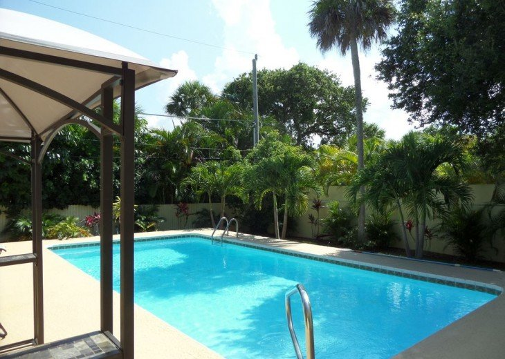 Private heated pool, gas grill, walking distance to the many restaurants, shops #2