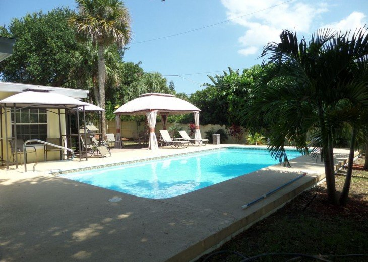 Private heated pool, gas grill, walking distance to the many restaurants, shops #23