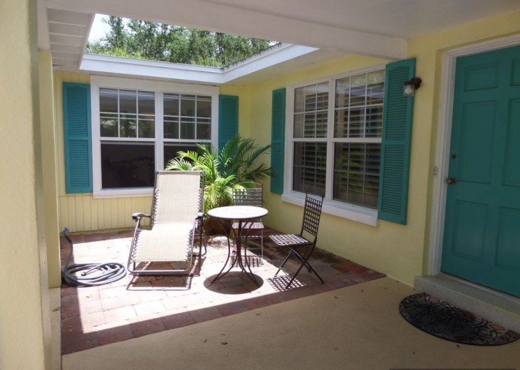 Private heated pool, gas grill, walking distance to the many restaurants, shops #4