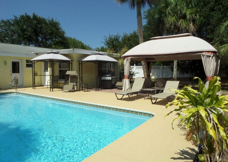Private heated pool, gas grill, walking distance to the many restaurants, shops #22