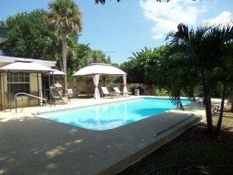 Private heated pool, gas grill, walking distance to the many restaurants, shops #1