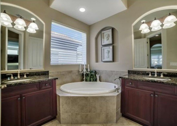 Master Bath w/ separate vanities, soaking tub & shower