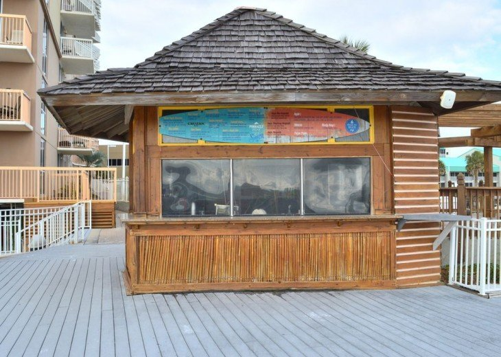 Pelican Beach Tiki Bar (Beachside)