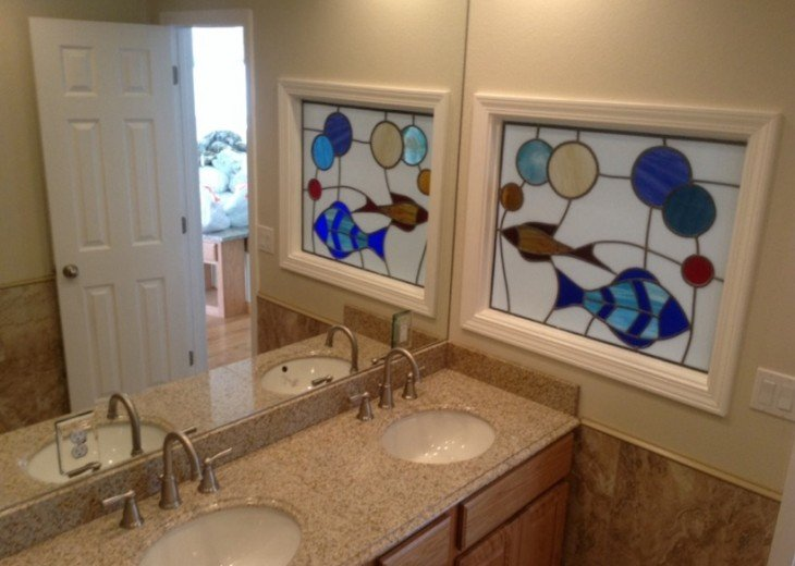 Double vanity Granite room for All