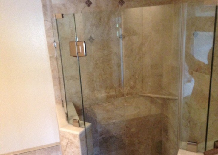 Walk inGlass/Tile Shower SOOTHING
