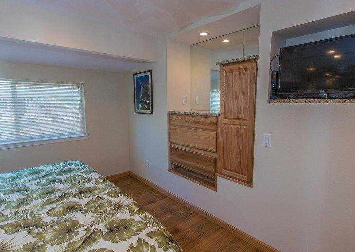 Built in Dresser/wood floors/mirrors