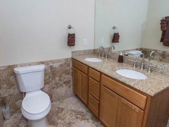 Master Bath/double granite vanity NICE