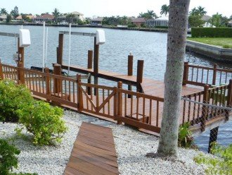 Private Boat Lift & Fishing Dock Right in Your Back Yard