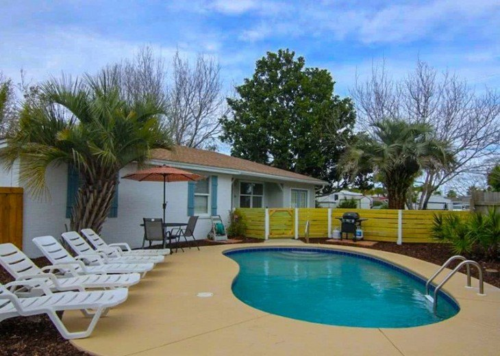4 bed 2 bath private pool 2 blocks to the beach! #2