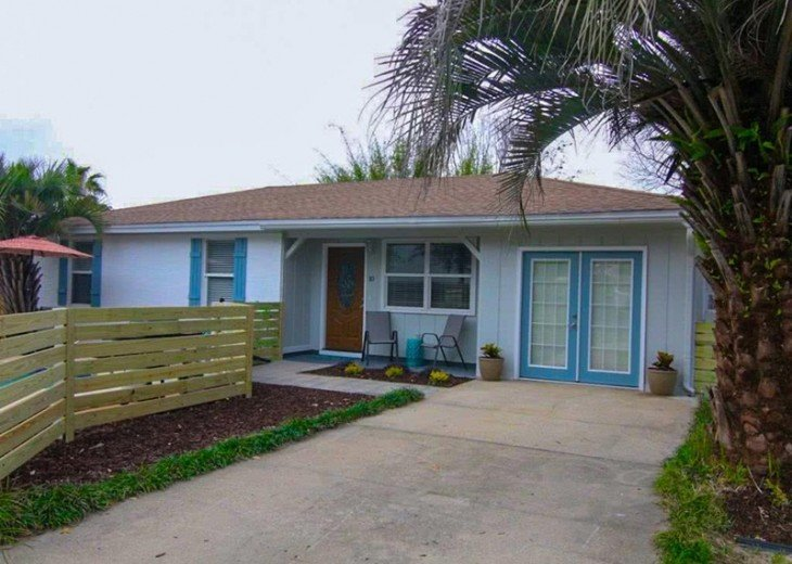 4 bed 2 bath private pool 2 blocks to the beach! #4