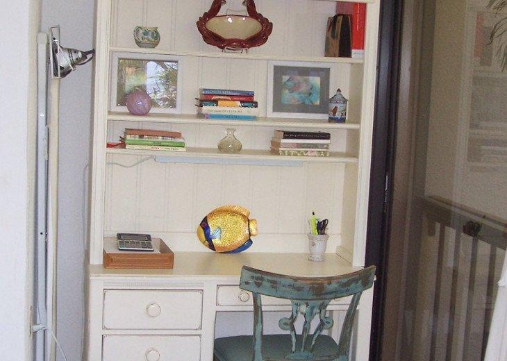 Master Bedroom, Desk