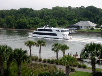 Balcony view of Intracoastal Waterway & boats!