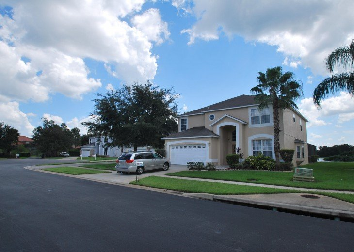Disney area, Lake view south facing pool 7 bedroom 4 and half bath, 3 king bed #2