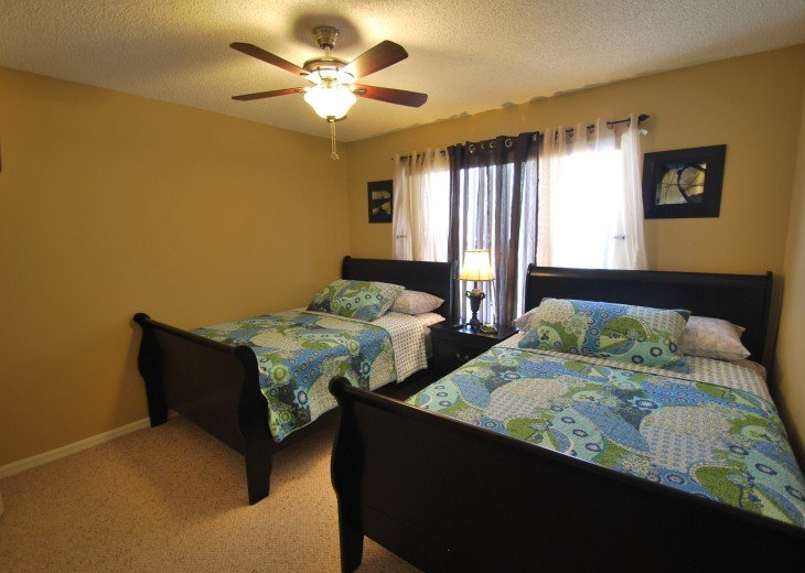 Disney area, Lake view south facing pool 7 bedroom 4 and half bath, 3 king bed #12