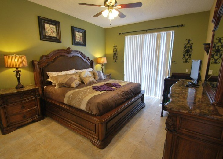 Disney area, Lake view south facing pool 7 bedroom 4 and half bath, 3 king bed #4