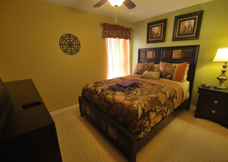 Disney area, Lake view south facing pool 7 bedroom 4 and half bath, 3 king bed #11