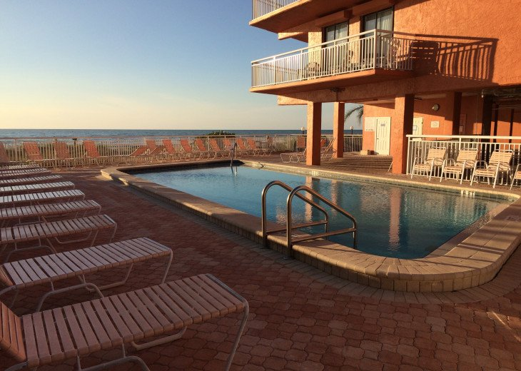 Retro-style Gulf Front Condo - Available August 31 SPECIAL- CONTACT ME #18
