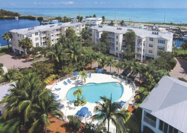 Our Complex!!!! Heated pool, hot tub, tennis, fitcenter, marina & clubhouse...
