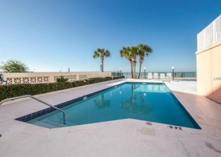 Great beach front Penthouse with an expansive panoramic gulf views #4