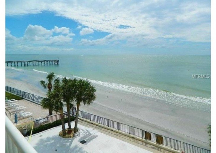 Great beach front Penthouse with an expansive panoramic gulf views #8