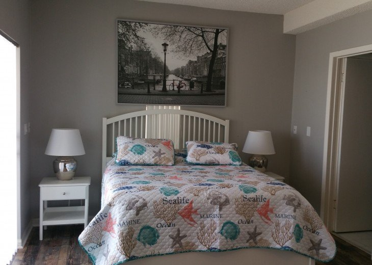 2nd. Floor Bedroom # 2 (Queen size bed)