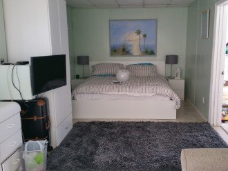 1st. floor bedroom (King size bed)