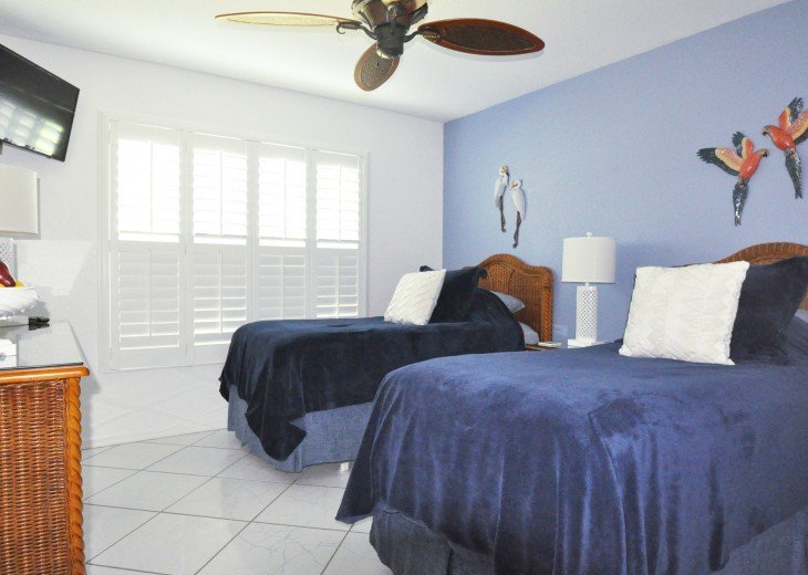 Beautifully furnished 4 bedroom house with heated pool and jacuzzi #20
