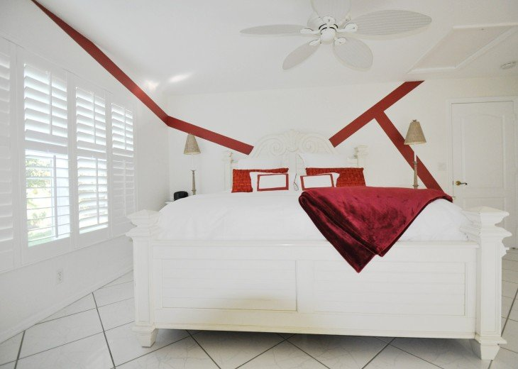Beautifully furnished 4 bedroom house with heated pool and jacuzzi #12