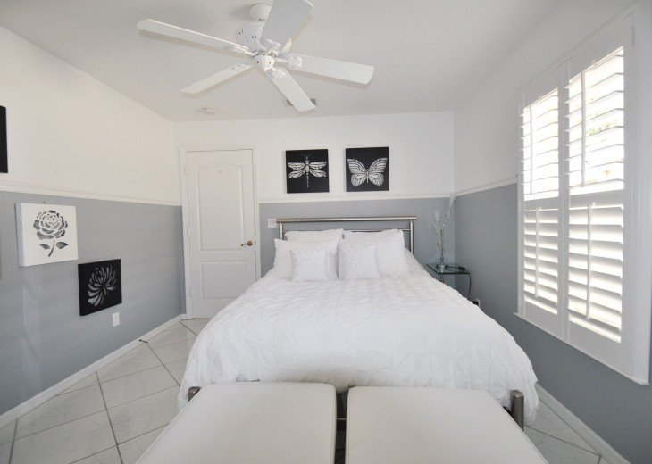 Beautifully furnished 4 bedroom house with heated pool and jacuzzi #17
