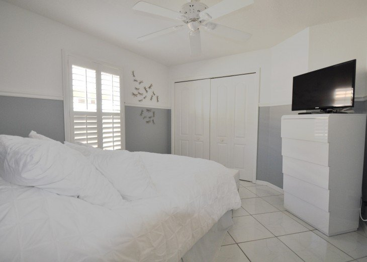 Beautifully furnished 4 bedroom house with heated pool and jacuzzi #18