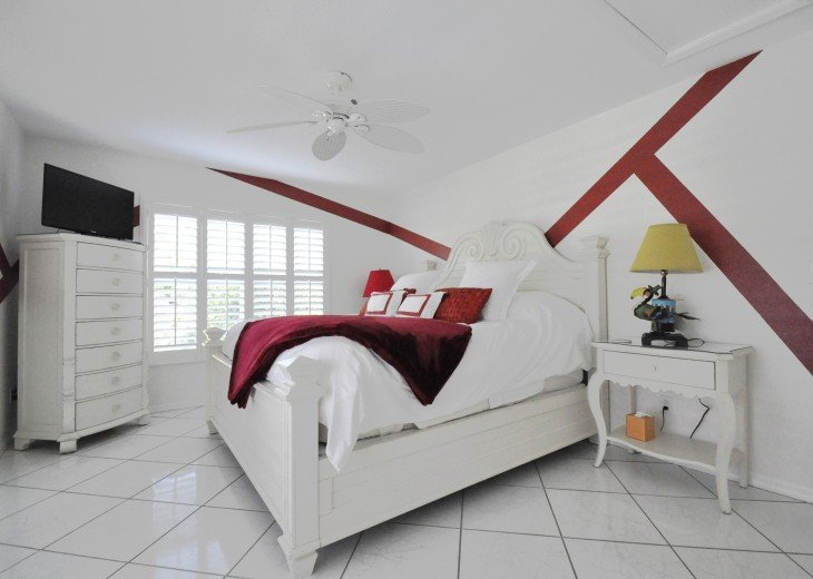 Beautifully furnished 4 bedroom house with heated pool and jacuzzi #13