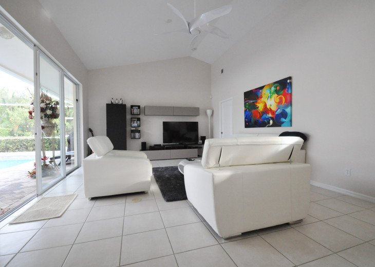 Beautifully furnished 4 bedroom house with heated pool and jacuzzi #8