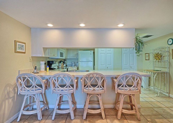 2 Bedroom Luxury Beachfront Condo in Madeira Beach #8