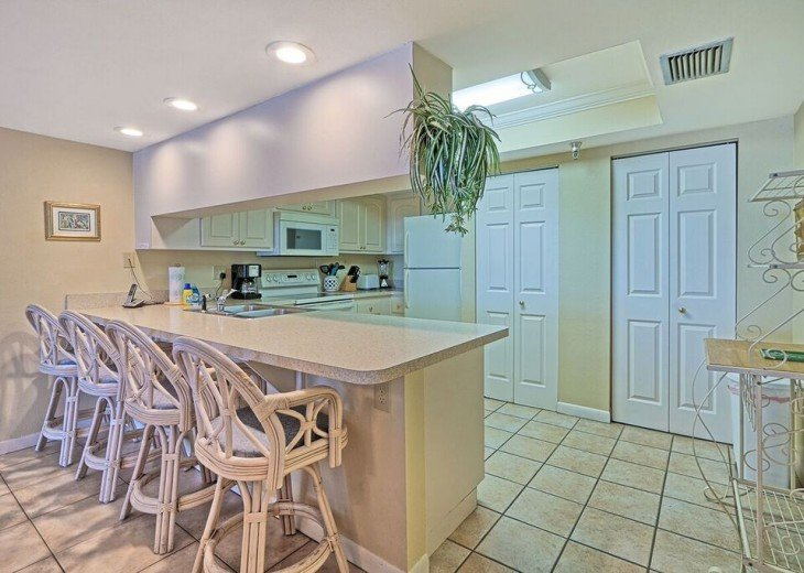2 Bedroom Luxury Beachfront Condo in Madeira Beach #10