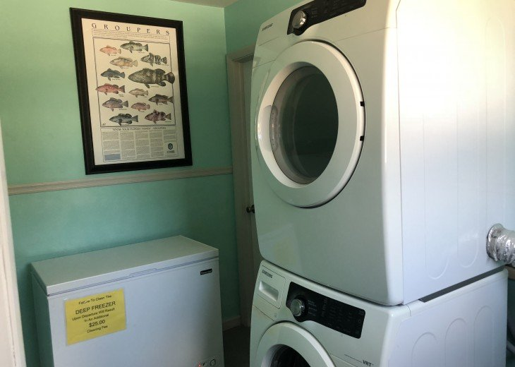 Washer/Dryer and BAIT FREEZER-Room for fishing and snorkeling gear etc.