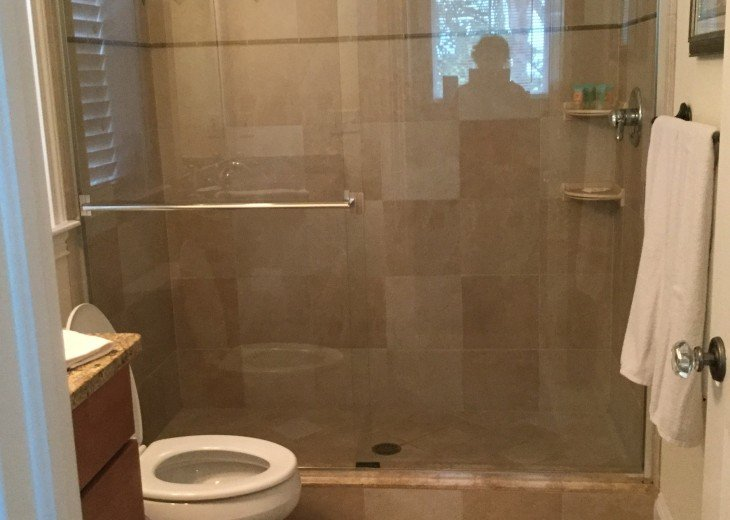 Full bath and walk in shower off ground floor bedroom