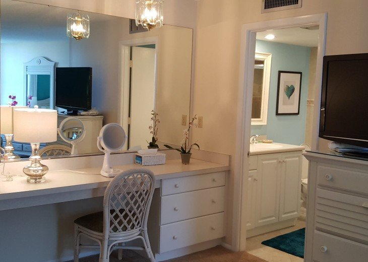 Master bedroom vanity or workstation that leads to master bath