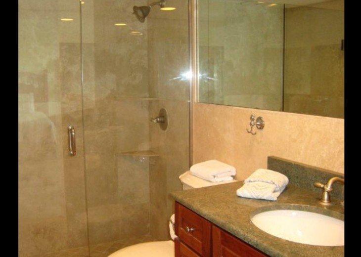 Bedroom 2 en suite bath
