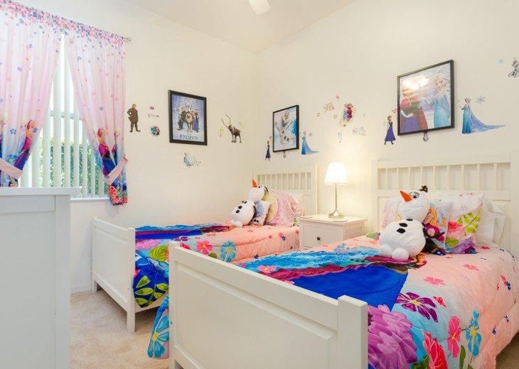 Frozen themed twin bedroom