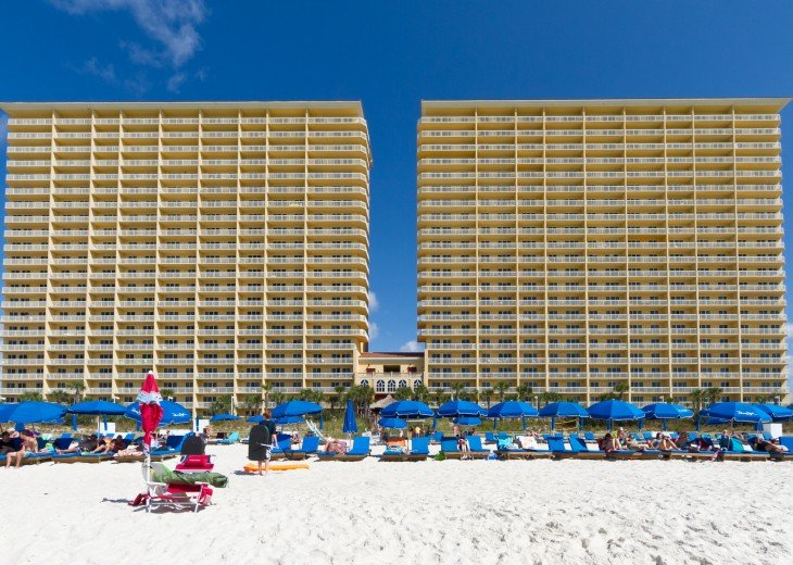 5* RATED! WEST TOWER CORNER 3BDRM / 3BA STUNNING VIEWS + BEACH SVC FOR 4 GUESTS! #40