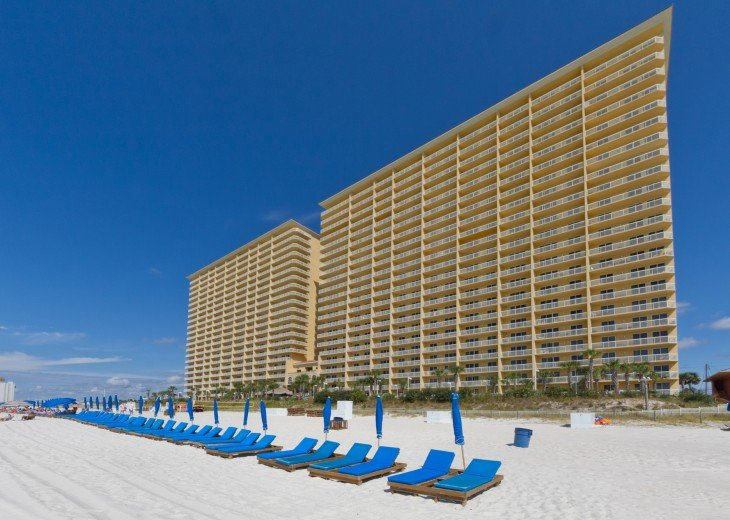 5* RATED! WEST TOWER CORNER 3BDRM / 3BA STUNNING VIEWS + BEACH SVC FOR 4 GUESTS! #38