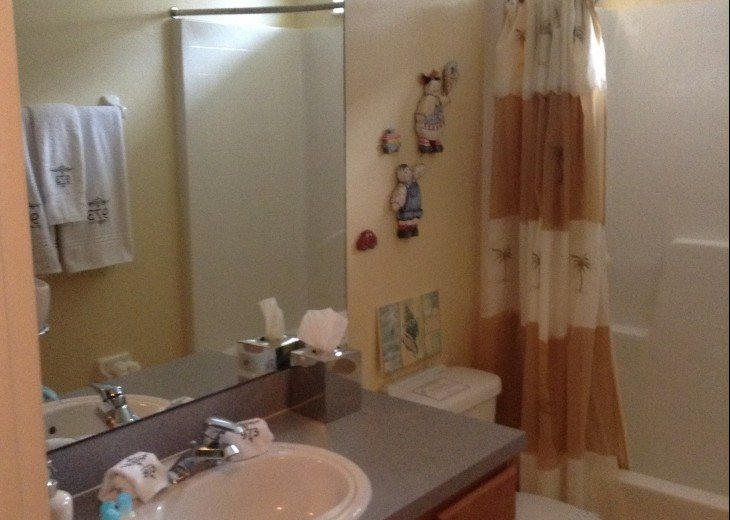 Two twin Bedrooms share a bathroom