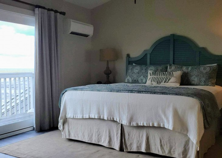 Master suite-king size bed, private bath and beach side balcony w/ great views!