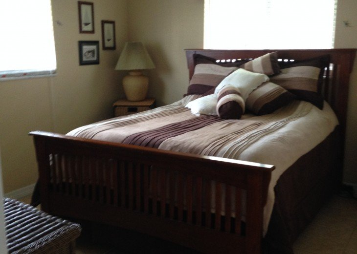 Queen size bedroom